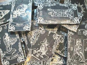 Basic resin tarot cards black